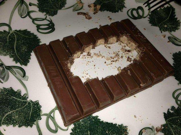 17. Şu çikolataları çizgileri takip ederek yiyin!