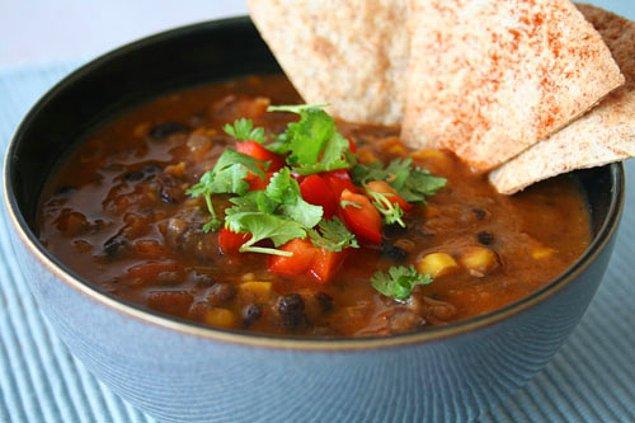 6. Bir çorba düşünün ki bütün lezzetleri bir kaşıkta topluyor!