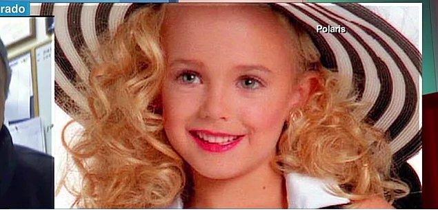 JonBenet, 6 yaşında güzellik kraliçesi olan ve 1996 yılında hala aydınlatılamamış bir cinayete kurban giden küçük bir kız çocuğu idi.