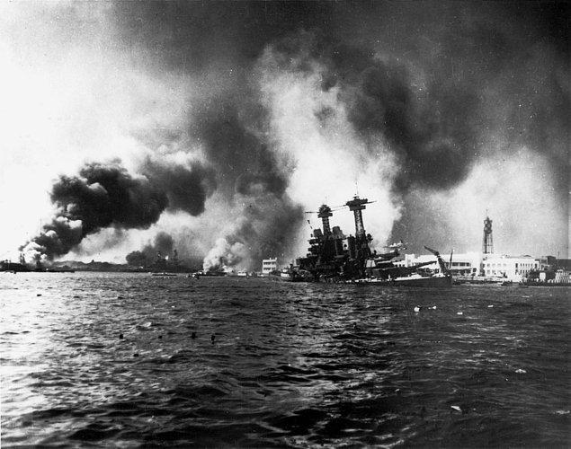 2. Dünya Savaşı sırasındaki Pearl Harbour baskınının ardından, Kanada, ABD'den önce Japonya'ya savaş ilan etmiştir.