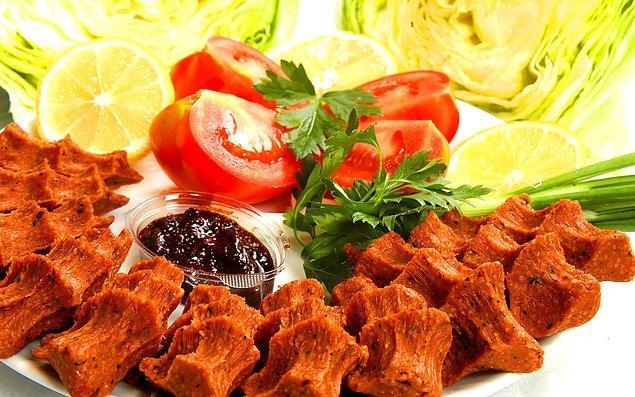 Не торопитесь поглощать закуски в турецкую ночь.