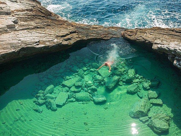 Гиола - это необыкновенно чистый бассейн, созданный самой природой. Однако чтобы добраться до него придется немного попотеть.