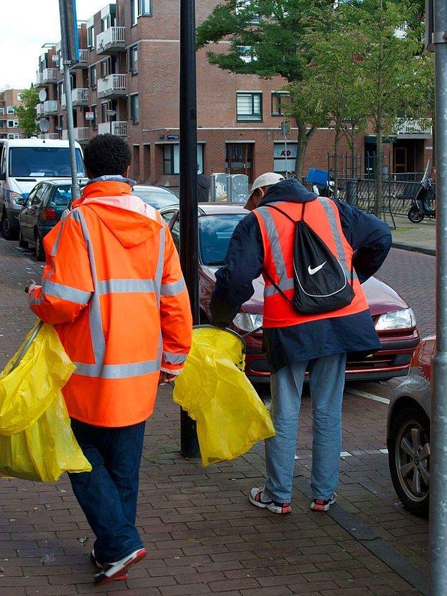 25. Amsterdam'da alkoliklere sokakları temizleme karşılığında bir gün için 5 kutu bira, sigara ve sıcak yemek verilir.