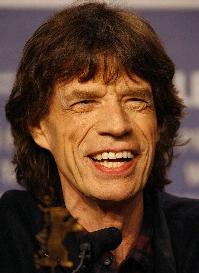 21. Mick Jagger seks bağımlılığı için tedavi gördüğü terapistini baştan çıkarmıştır.