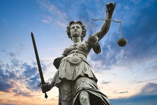 16. Son kez söylüyorum: Unutmayın ki imparatorluklar diktikleri çarmıhlarda ancak adaleti sağlayabilirler. Ahlak ve erdem çöktüğünde devleti yönetemezsiniz.