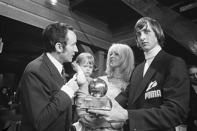 7. 1971 yılında ilk Yılın Futbolcusu ödülünü kazandı.