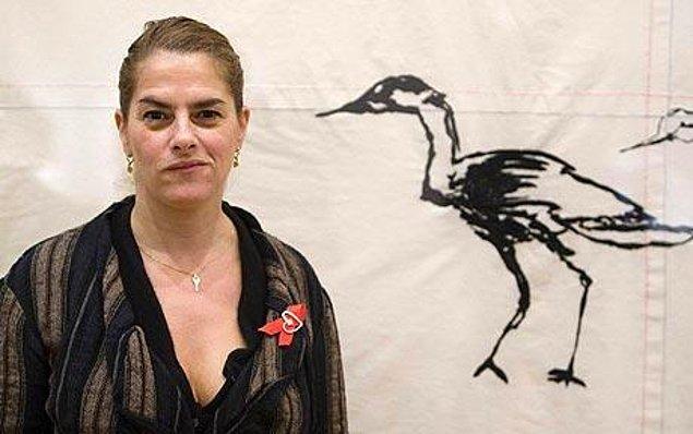 Tracey Kerime, 1963 yılında Londra'da doğdu.