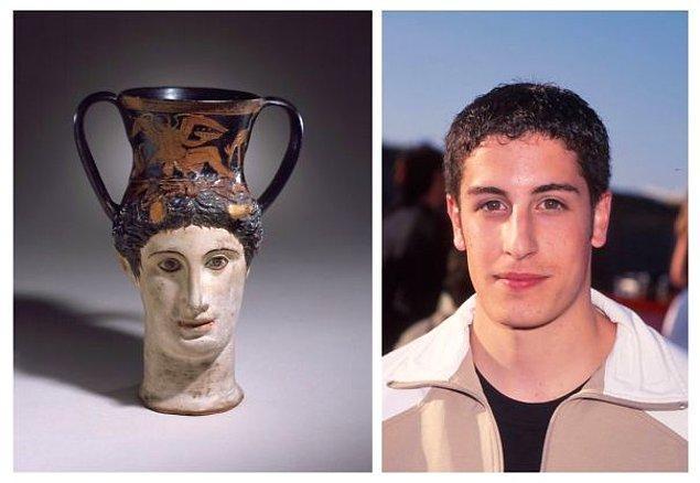 11. Amerikan Pastası'ndan daha önce çekilen Antik Yunan Kupası