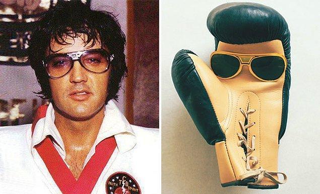 17. Boks eldiveni burada Elvis Presley'den daha yakışıklı durmuş