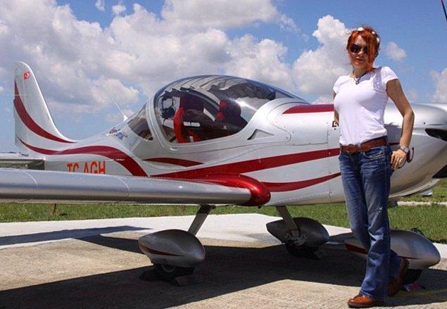 Kalıpları birer birer kırarak, bizi gururlandırdıkları için; şimdiden pek çok kız çocuğunun kahramanı olan bu kadın pilotlarımıza teşekkür ediyoruz!