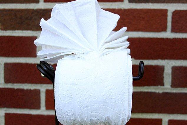 Делаем оригами из туалетной бумаги.