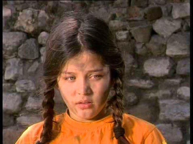 2. Korkunç karakterlerin arasında yaşayıp, asla ağzını bile bozmayan, ağlamaktan başka tepki vermeyen Lamia!