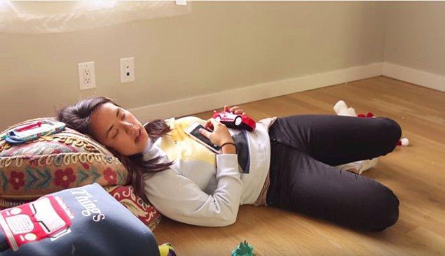 """2. """"O kadar yorgundum ki, oğlumun adını unuttum. Gözüm yarı açık, kocama bebek telsizini gösterip """"neydi adı, na'pıyo, iyi mi?"""" demek zorunda kaldım."""""""