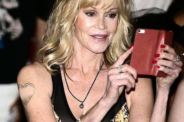 10. Bir zamanlar Antonio Banderas'ın ismini taşıyan Melanie Griffith'in kolundaki kalp, şu aralar boş!