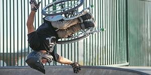 Tekerlekli Sandalyesi ile Etkileyici Hareketlere İmza Atan Muhteşem Adam
