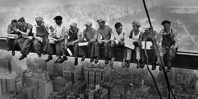 """4. """"İşçi sınıfı genelde bulundukları toplumun en alt kesiminde ve en kalabalık nüfusu teşkil ediyor."""""""