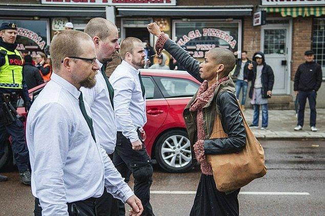 Aslen Stockholm'lü olan ırkçılık karşıtı aktivist Tess Asplund, 1 Mayıs'ta yüzlerce neo-Nazi'nin katılması beklenen yürüyüşe karşı protesto eylemi yapmak için Borlänge adlı kasabaya giden grupta yer alıyordu.