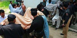 Pakistan'da Vahşet: Köy Meclisi Kararıyla Genç Kızı Yaktılar