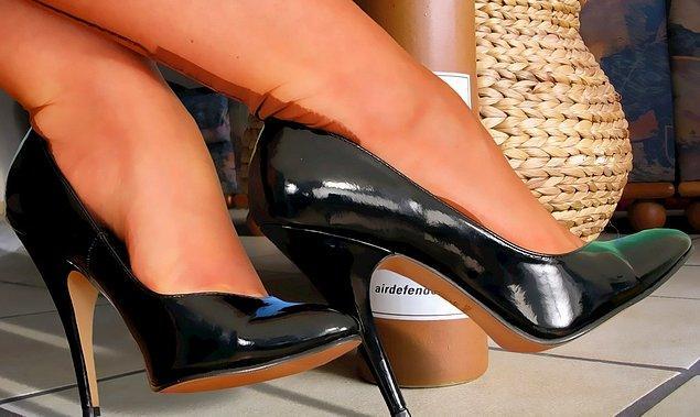 Restoran, topuğu 6 cm'yi geçen ayakkabıların giyilmemesini şart koşuyor.