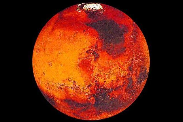 10. Mars'ın kırmızı renkte olmasının sebebi, toprağında oksitlenmiş (paslanmış) demir bulunmasıdır.