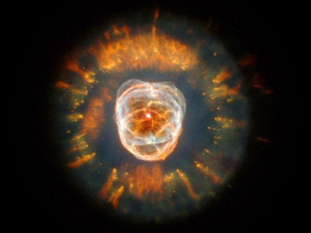 15. Evrende en hızlı dönen gök cisimleri nötron yıldızlarıdır. Kendi çevrelerinde saniyede 600 kez dönebilirler.