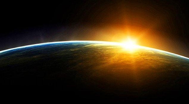 27. Dünya'nın Güneş etrafındaki dönüşü tam olarak 365.24219 günde gerçekleşir. Şubat ayını dört yılda bir 29 gün yaşamamız bu durumu tam olarak telafi etmediği için, her dört asırda bir üç günlük bir kayıp oluşmaktadır.