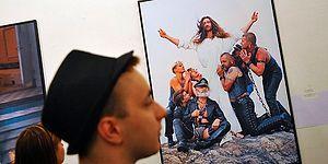 Hz. İsa'yı Eşcinsel Olarak Betimleyen Fotoğraflar Kilisede Sergileniyor