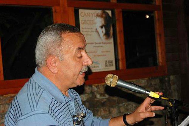 2. Dicle Üstü Ay Bulanık şiir kitabıyla 1996 Orhon Murat Arıburnu Şiir Ödülü'nü aldı.