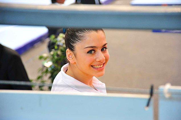 Türk jimnastik tarihinde olimpiyatlara giden ikinci kadın jimnastikçi olacak. Ayrıca Türk olimpiyat kafilesinin en genç sporcusu olarak Rio'da bulunacak.
