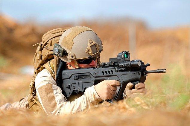 Израильское подразделение Сайерет Маткаль также является одним из самых элитных воинских формирований в мире. Его основная цель — сбор информации, и зачастую подразделение работает глубоко в тылу врага. Во время отборочного курса (гибуша) новобранцы проходят жесткие тренировки под постоянным наблюдением врачей и психологов и в подразделение принимаются только лучшие.