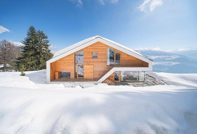 2. Doğanın tam kalbindesiniz, sessizlik ve huzur etrafınızı sarmış sıcacık evinizde konforunuzun tadını çıkarıyorsunuz.
