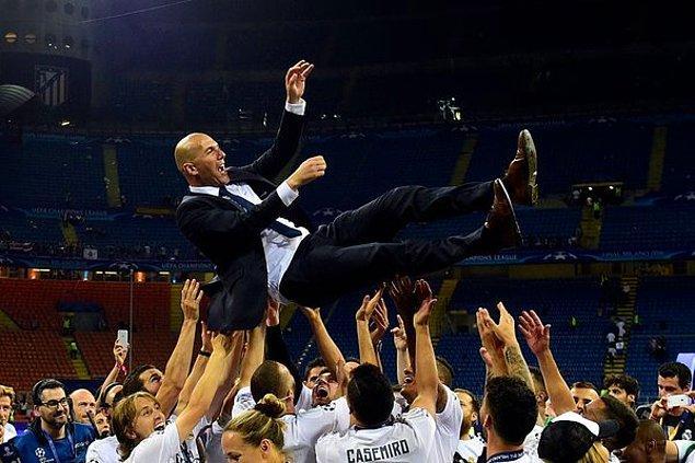 Teknik direktör Zidane oyuncular tarafından havaya atıldı