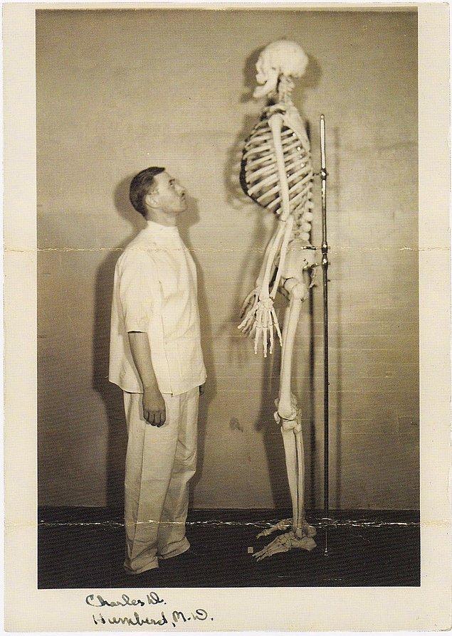 10. John Aasen ile tanışın. Kendisi 2.14m boyunda bir insandı ve boyunun uzunluğu sayesinde pek çok filmde rol aldı.