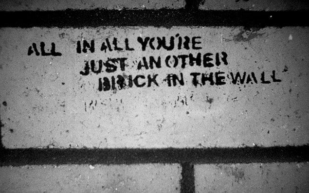 """27. Another Brick in the Wall II (""""Ben"""" değil """"biz"""")"""