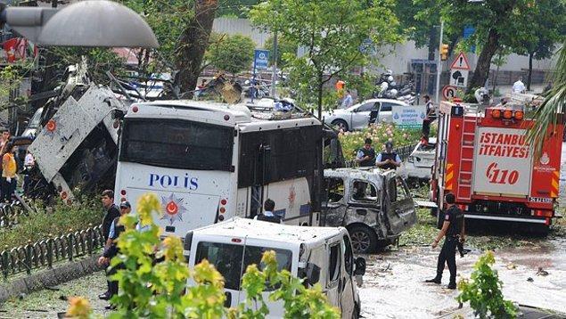 Saldırı noktasına yaklaşık 500 metre uzaklıkta güvenlik kordonu çekildi. Siviller ve gazeteciler alana yaklaştırılmadı