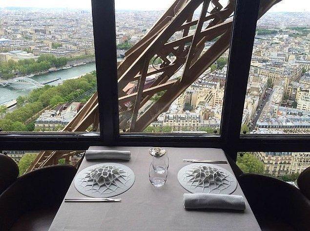 8. Le Jules Verne | Paris, Fransa.