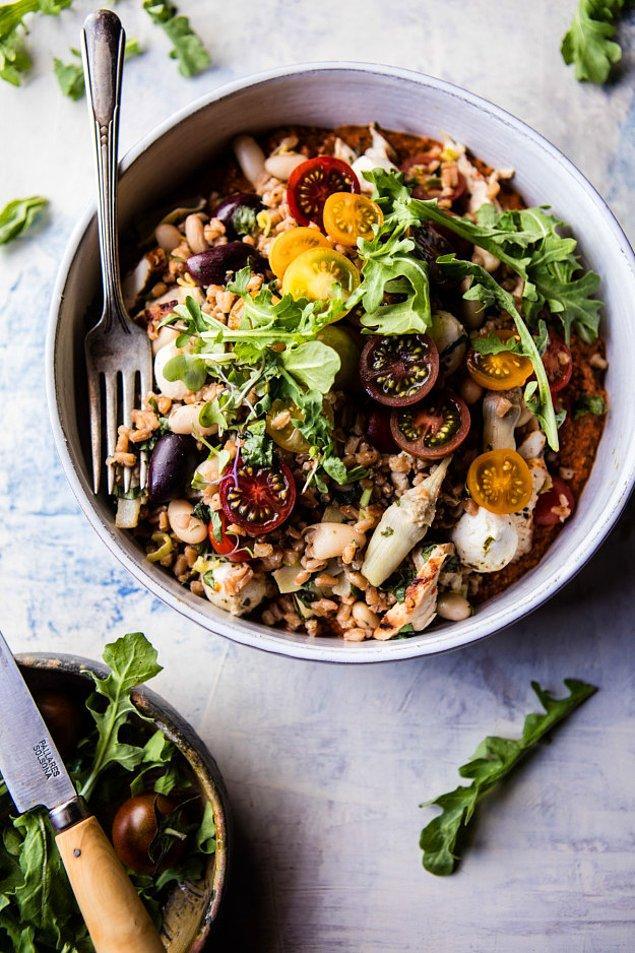 7. Tok tutma garantisi arayanlara: Tavuklu bulgur salatası
