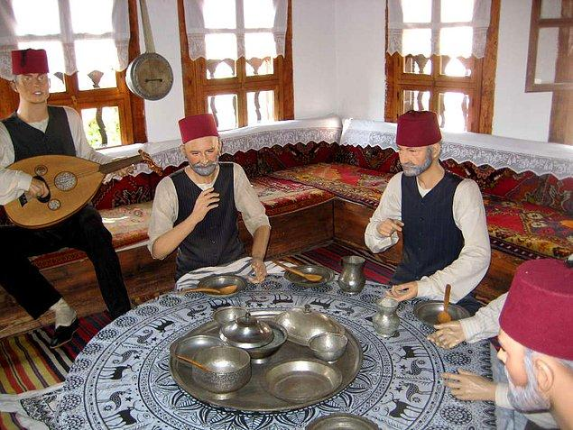 Safranbolu'da eskiden nasıl bir yaşantı olduğunu deneyimlemek isterseniz Kaymakamlar Evi'ne uğrayın.