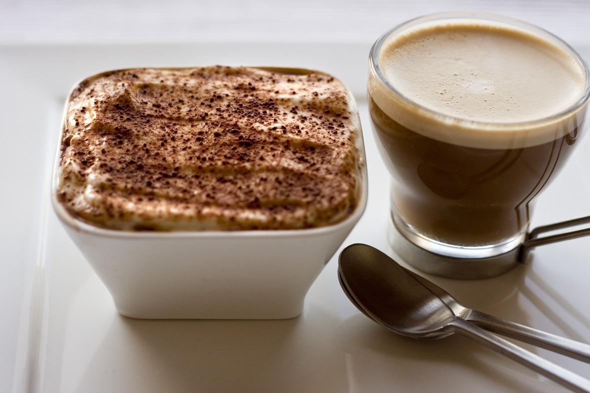 Кофе с тирамису картинка