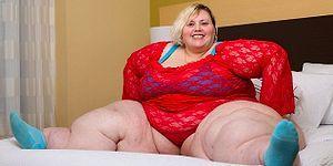 Onun da Hastası Ayrı Tabii! Webcam'de Soyunarak Aylık 2000$ Kazanan Hafif Kilolu Bobbi-Jo