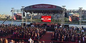 Mezuniyet Töreninde Protesto Edilen Bilgi Üniversitesi Rektörü İstifa Etti