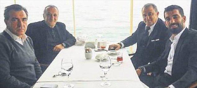 Mehmet Ağar'ın, Terim Galatasaray'ın başına ilk geldiğinde transfer görüşmelerine beraber gittikleri ve Ağar'ın idmanları Florya'da balkondan izlediği söyleniyor.