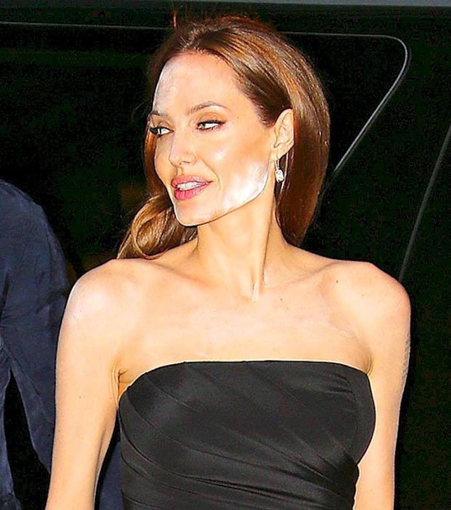 У Анджелины Джоли проблемы с макияжем