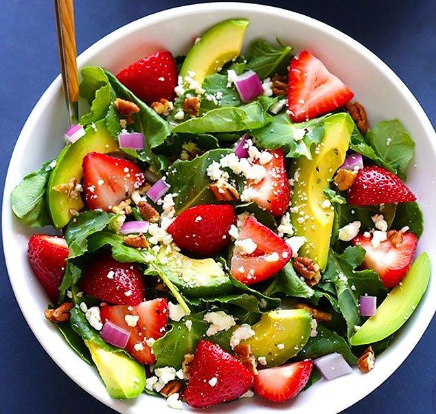 2. Ispanak ve Çileği Aynı Salatada Birleştirdik.