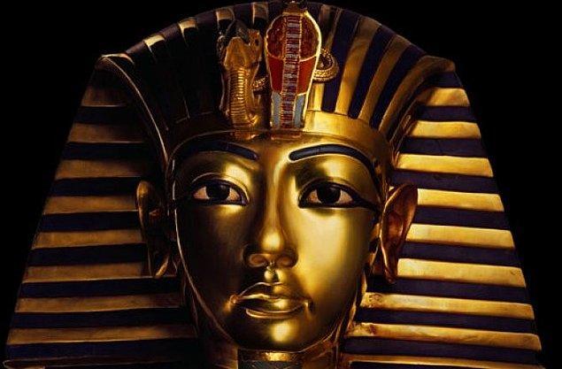 2. 18. hanedan firavunlarından olan Tutankhamun, 9 yaşındaki üvey kız kardeşi olan Ankhesenamen ile evlenerek tahta geçmiştir.