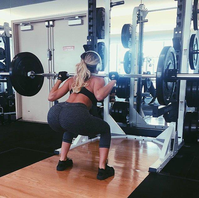 21. Çok büyük ağırlıkları bile hiç zorlanmadan kaldırabiliyor.