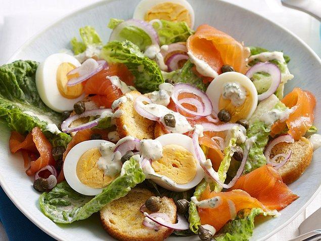 8. Muhtevasına bağlı olarak herhangi bir restorandan sipariş edebileceğiniz salataların 1100 kaloriye kadar çıkabileceğini aklınızda bulundurmalısınız.