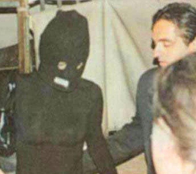 Özellikle ilişkilerini gizlemek için Ayşe Hatun Önal'ın mekan çıkışı taktığı kar maskesi uzun süre magazin gündeminde kalmıştı.