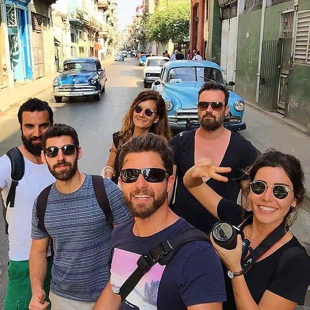Genelde yalnız seyahat etmeyi seven gezginlerin aksine Orçun, kalabalık arkadaş gruplarıyla seyahat etmeye de bayılıyor.