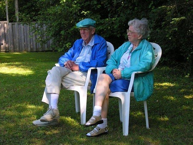 22. Büyükanne ve büyükbabanız ölmeden önce, onlarla yeterince vakit geçirmemek.